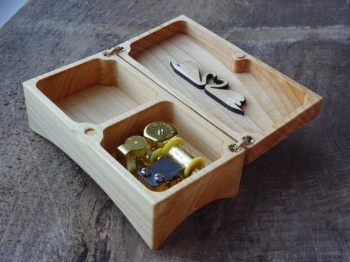 Music box with two Swans
