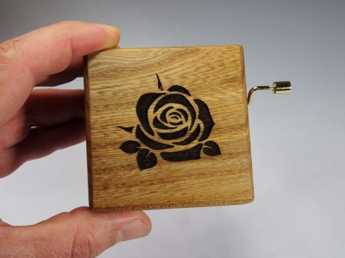 Muziekdoosje met roos
