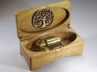 Music box Tamino Elegante with robins and tree of life. Oak & Beech The Hague